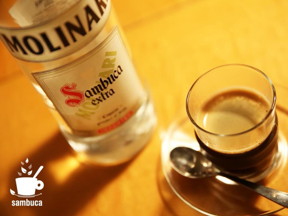 お酒入りのエスプレッソ、カフェ・サンブーカ