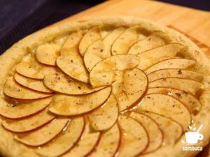 リンゴとチーズのピザ