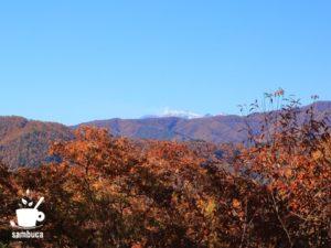 御嶽山には雪が積もっています