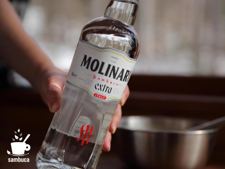 モリナーリ社のサンブーカ