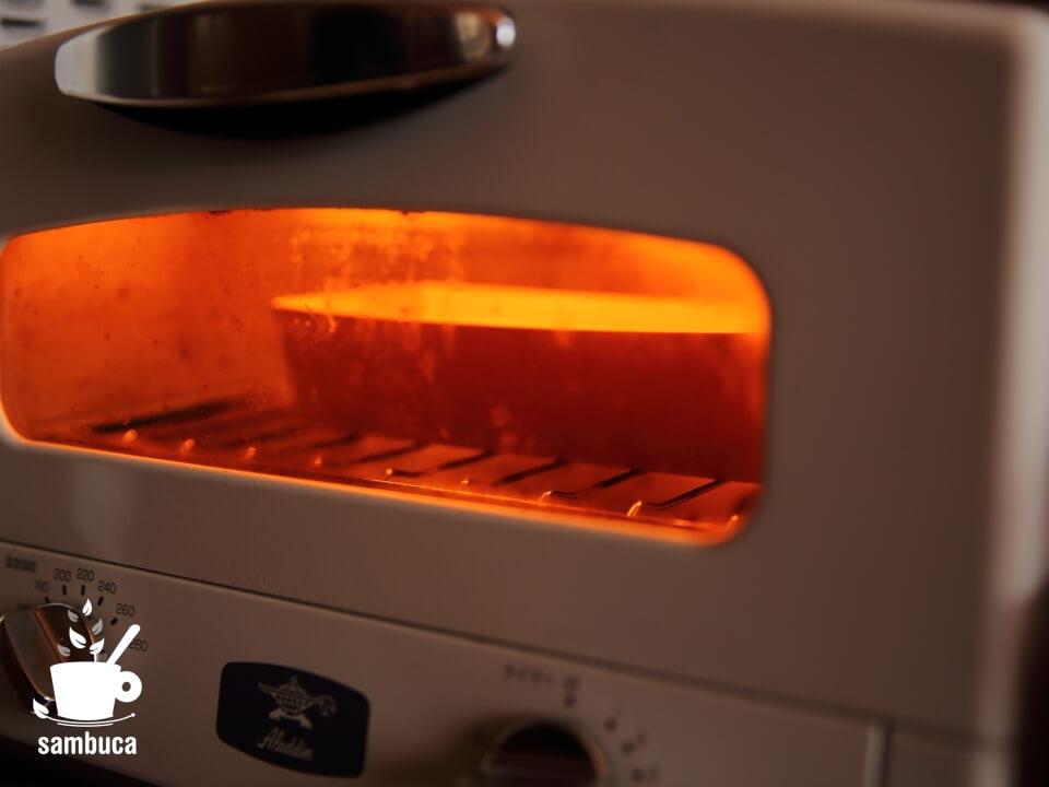 オーブンで焼きます(サンブーカのケーキ)