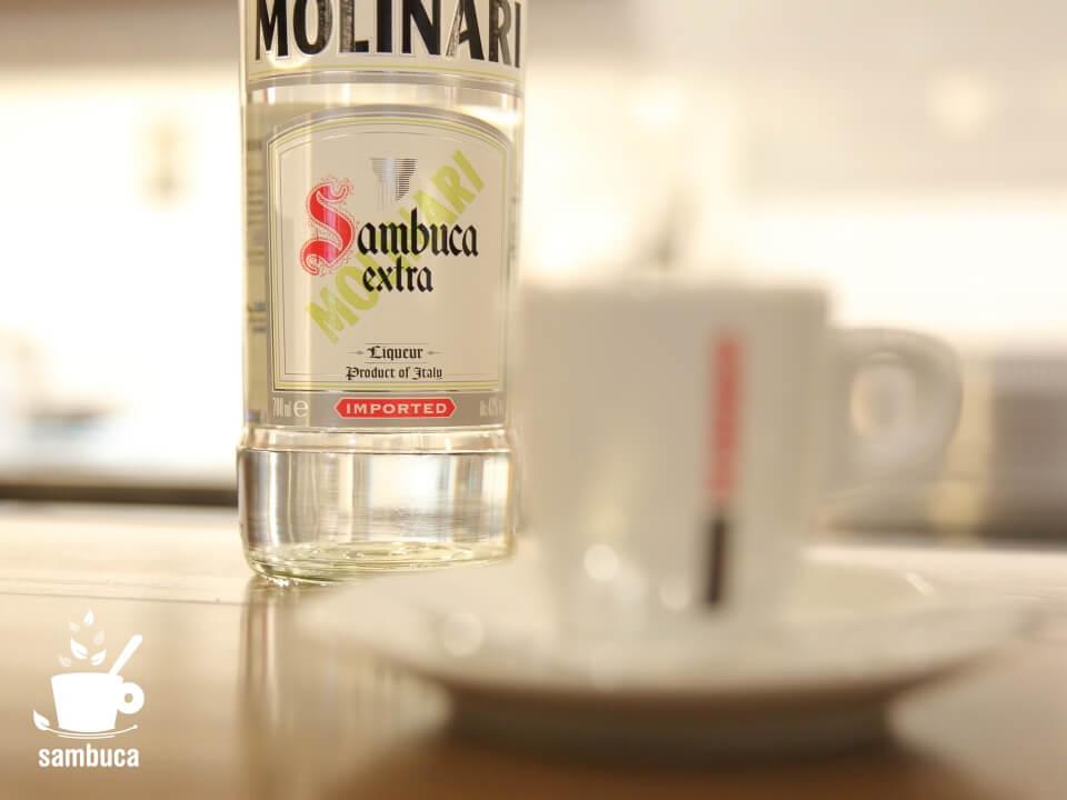 モンテ物産のアンテナショップ「カモンテ」で飲むカフェ・サンブーカ