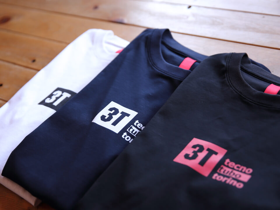 3Tのアパレル(こちらはTシャツ)
