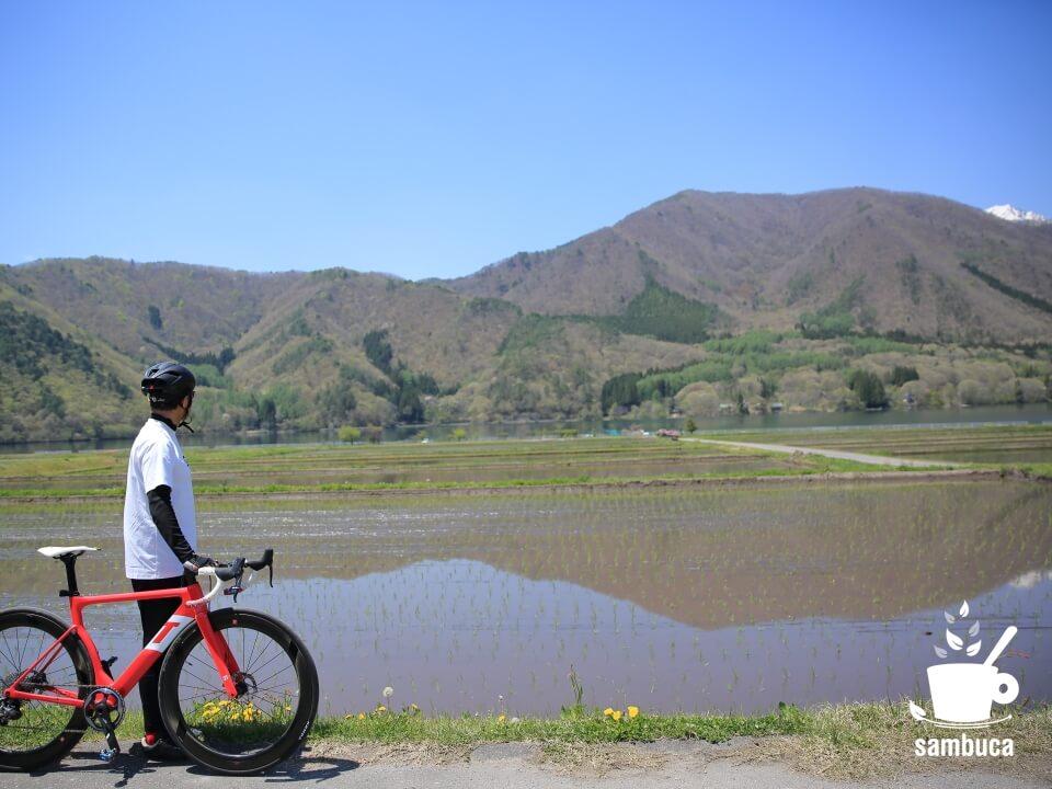 水田と木崎湖、3Tバイク