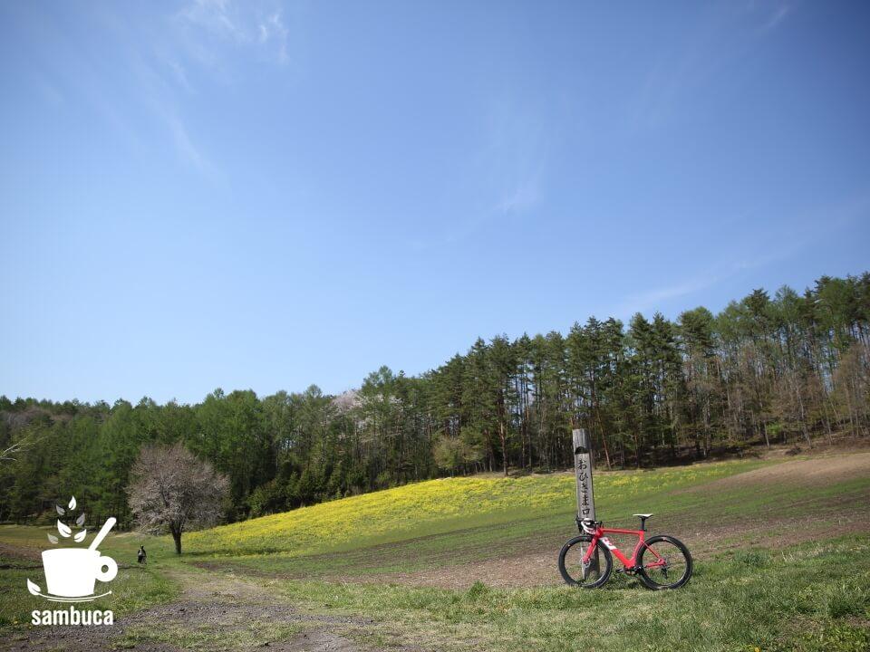 NHK『おひさま』のロケ地記念碑と3Tバイク