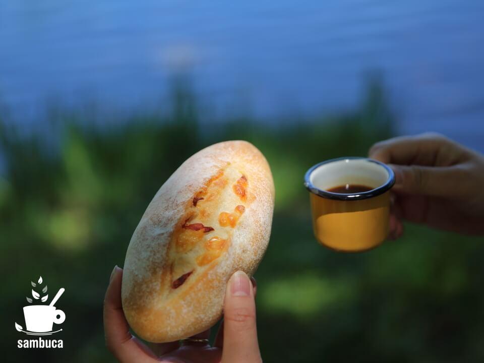 中綱湖畔でパンとエスプレッソを