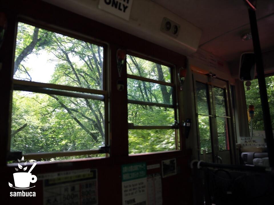 赤バスの車窓から