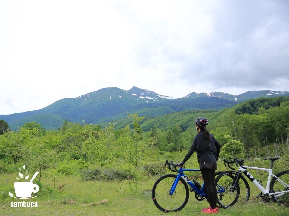 どじょう池付近から乗鞍岳を眺める