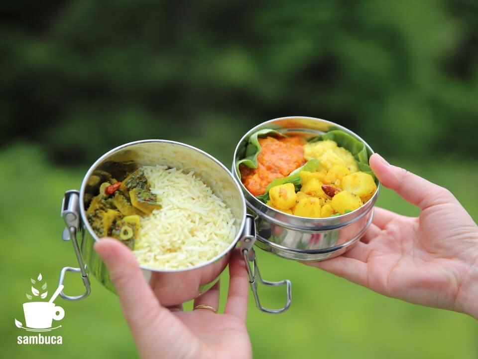 山で食べるインド料理(ダッバーに詰めて)