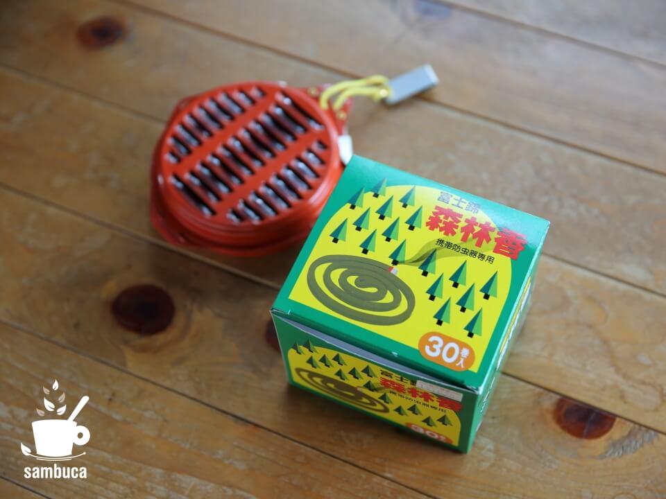 専用の線香「森林香」と携帯防虫器