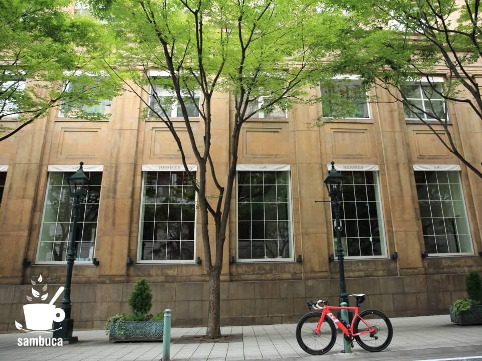 旧居留地38番館と3Tのロードバイク