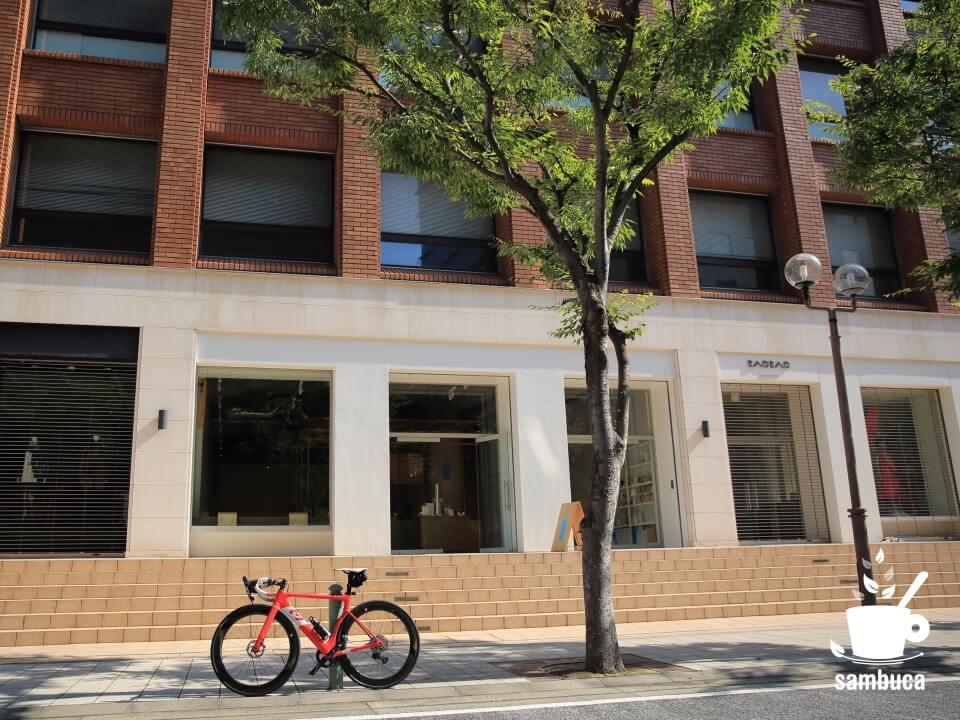 ブルーボトルコーヒー神戸カフェとケヤキ、3Tのロードバイク