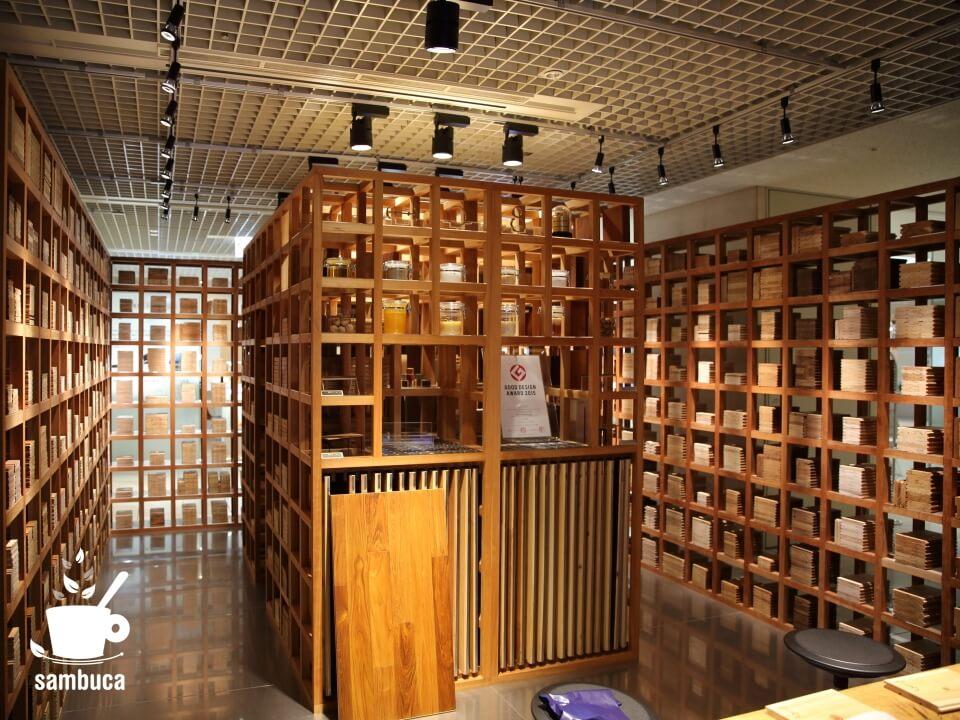 マルホン東京ショールームの木材サンプル展示