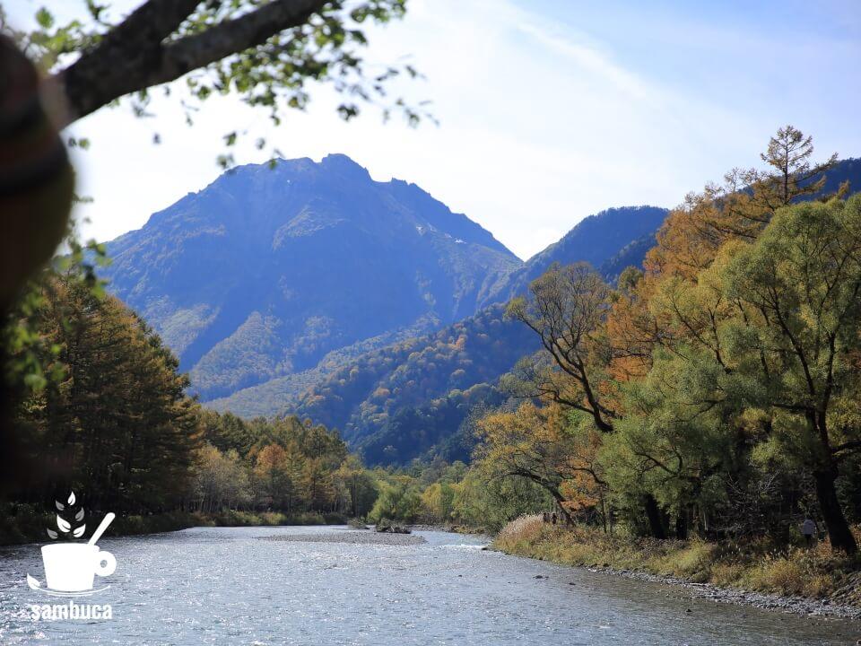 河童橋付近から焼岳方面への眺め