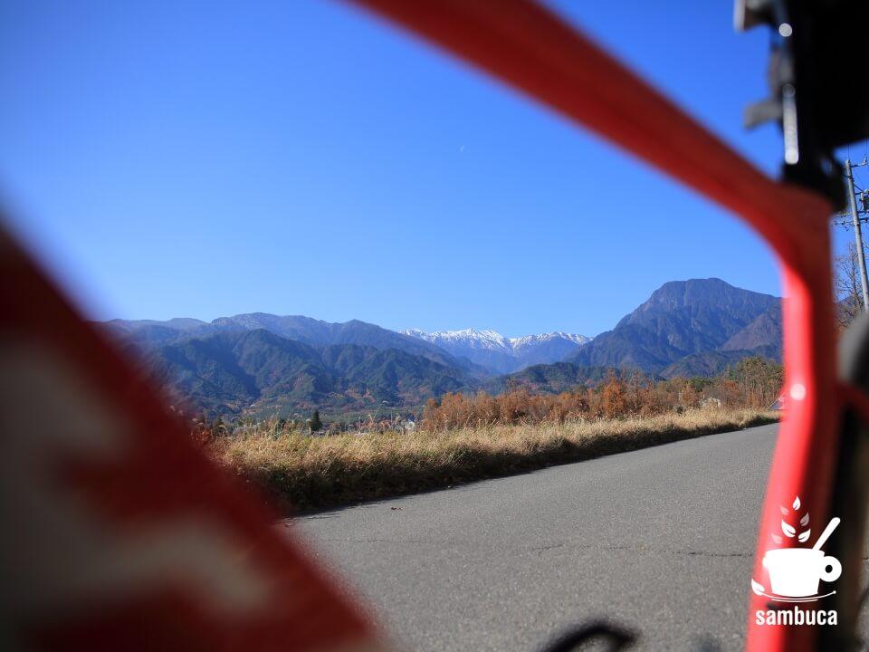 安曇野から見る大天井岳と有明山