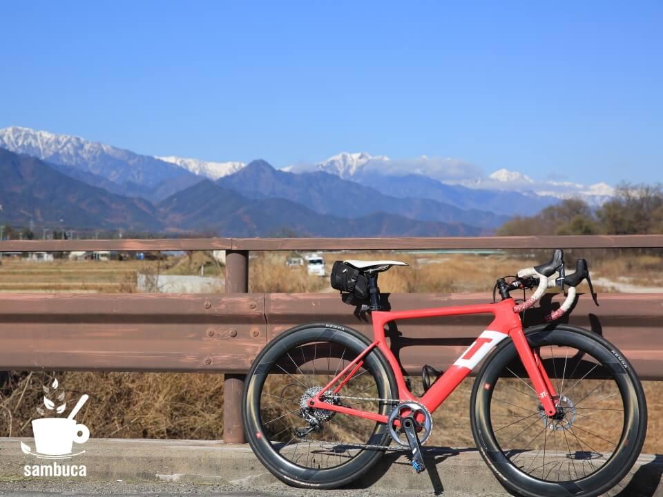 3Tのロードバイク(ストラーダ)と安曇野の風景