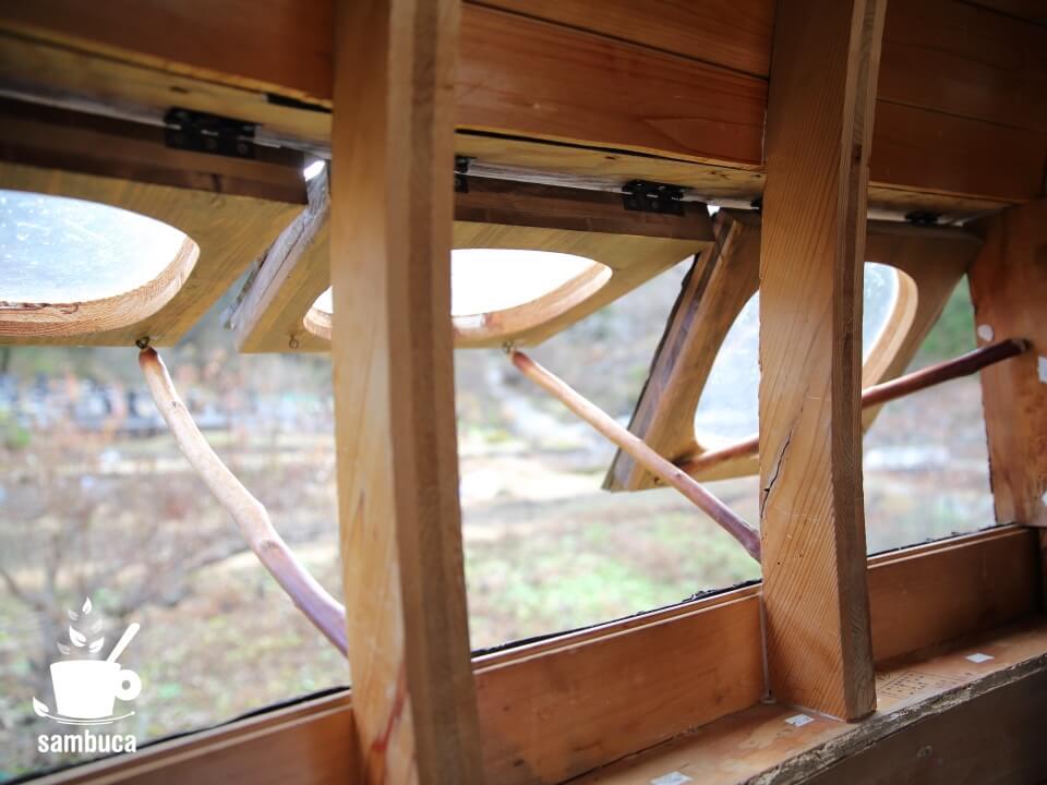 空飛ぶ泥舟の窓