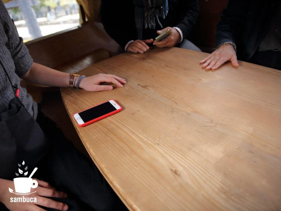 空飛ぶ泥舟のテーブル