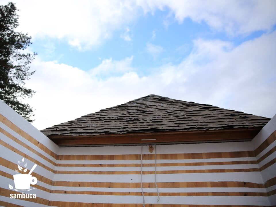 屋根が開いた低過庵