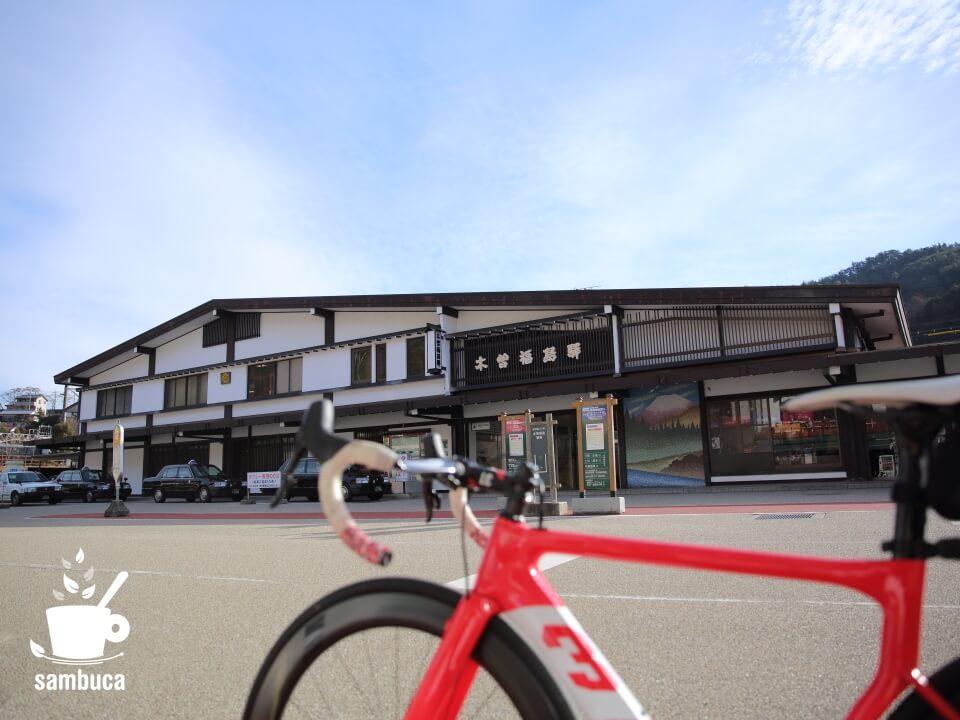 木曽福島駅前(3Tのロードバイク・ストラーダ)