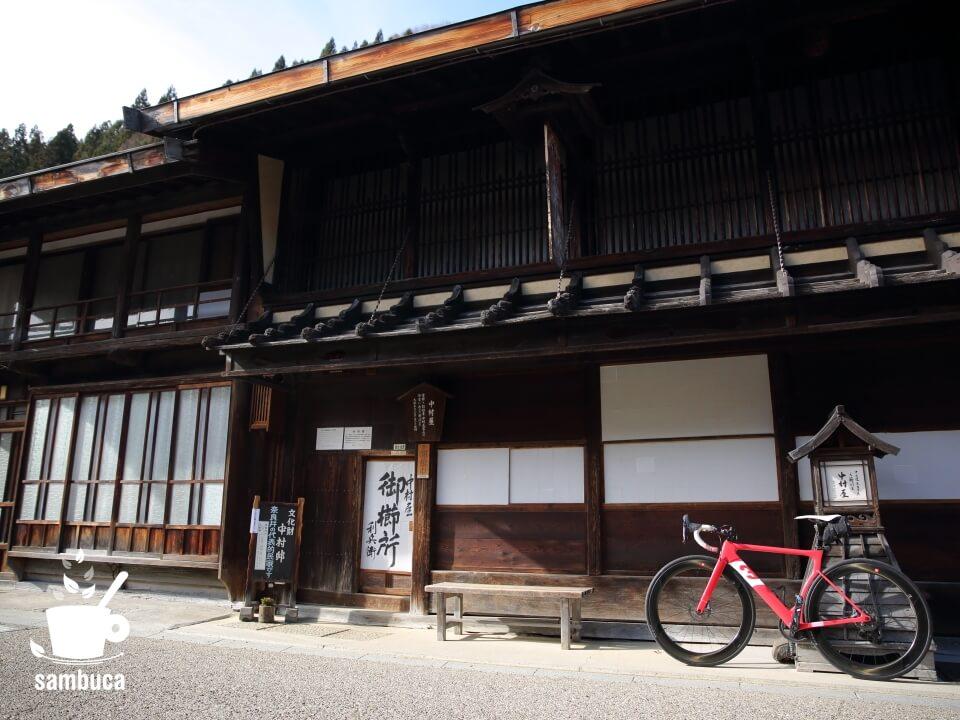 中山道の宿場町と3Tのロードバイク(ストラーダ)。こちらは奈良井宿