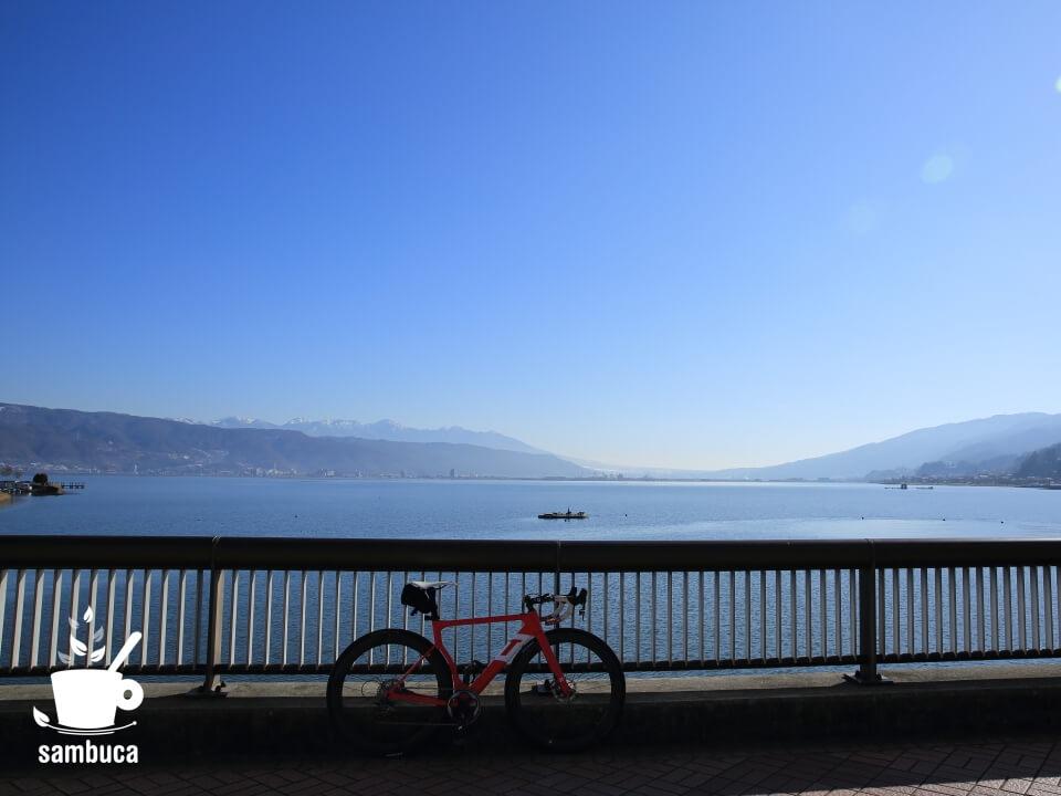 釜口水門と3Tのロードバイク