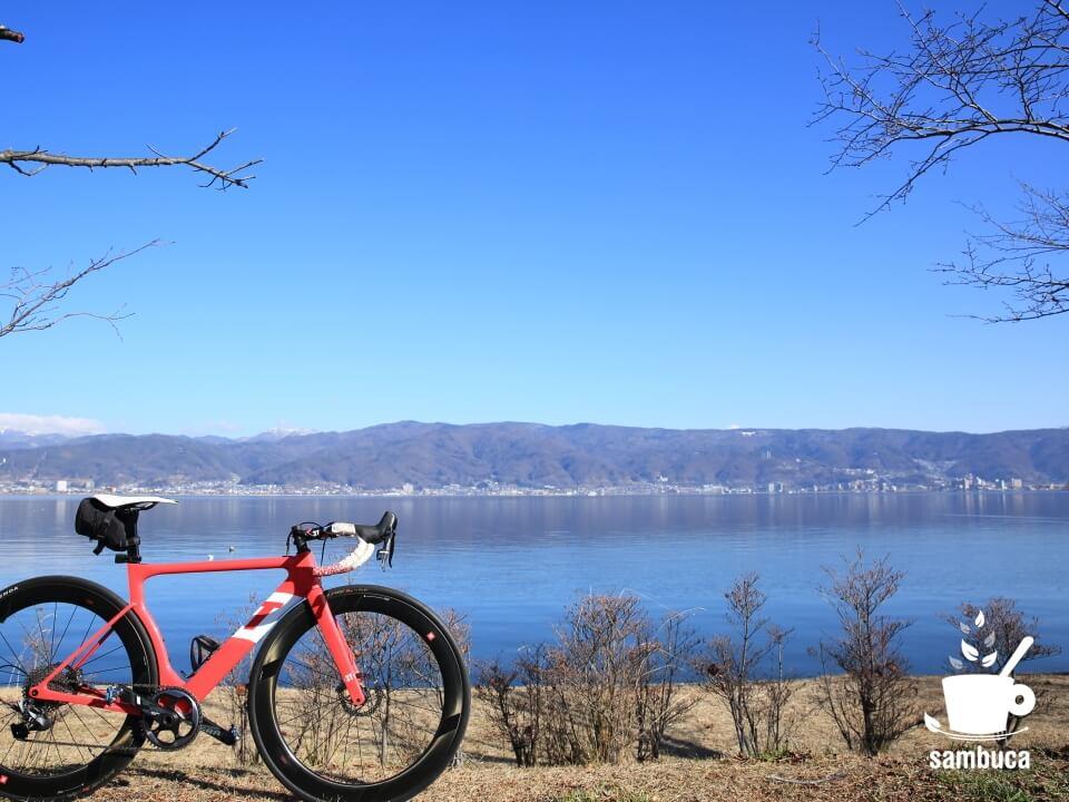 諏訪湖畔を3Tのロードバイクで
