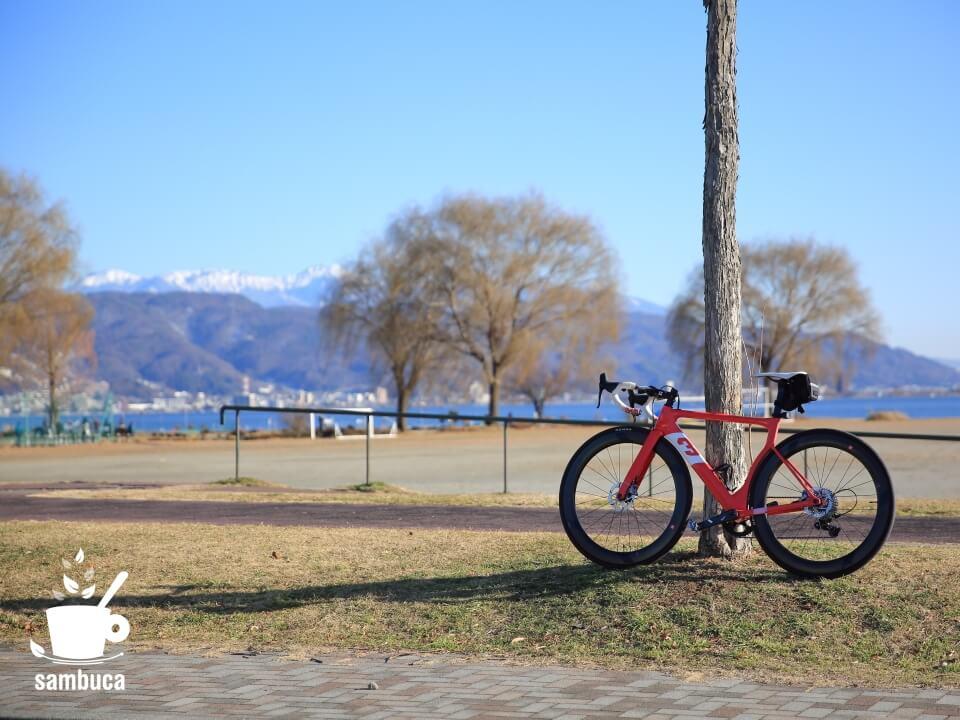 岡谷湖畔公園に戻ってきました