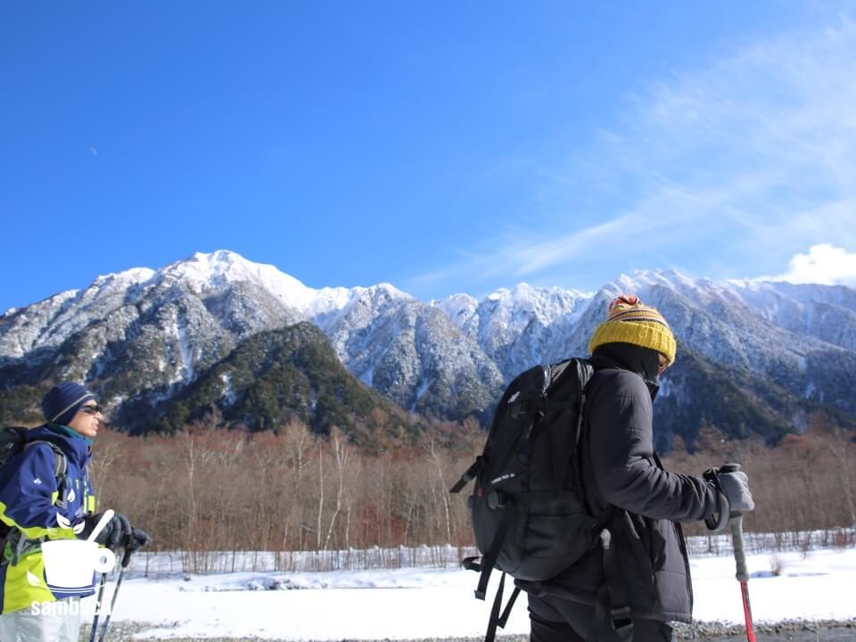 梓川の向こうに六百山と霞沢岳