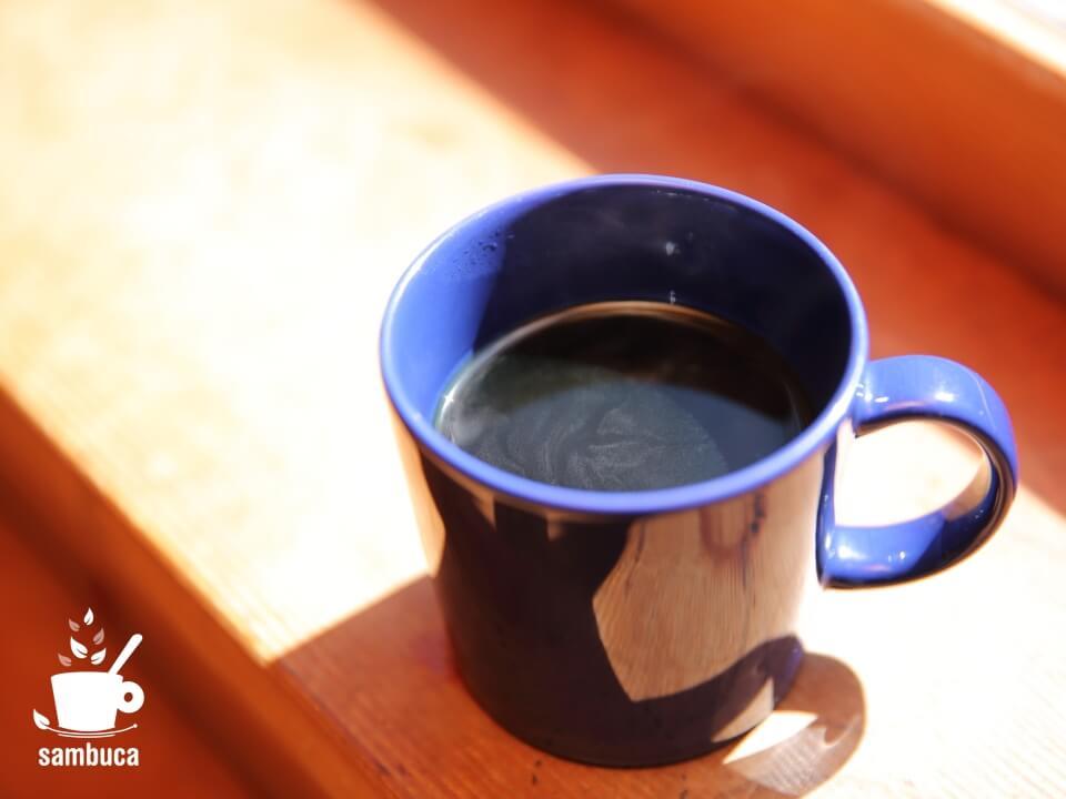 Post Coffeeのコーヒーを飲みながら