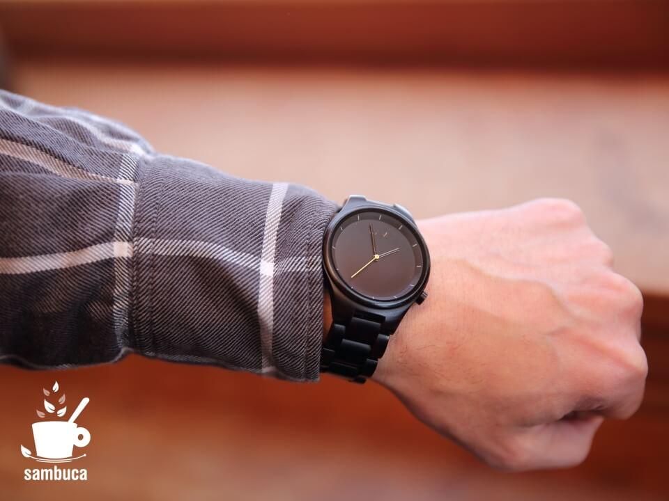 MAMの時計とMUJIのネルシャツ