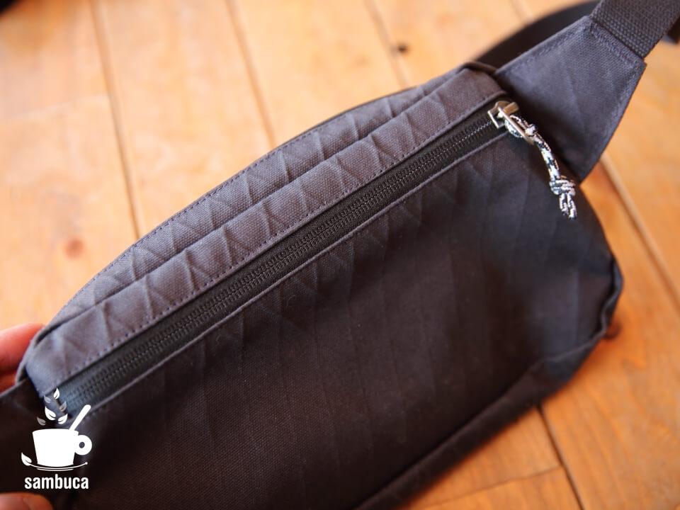 背面のポケット