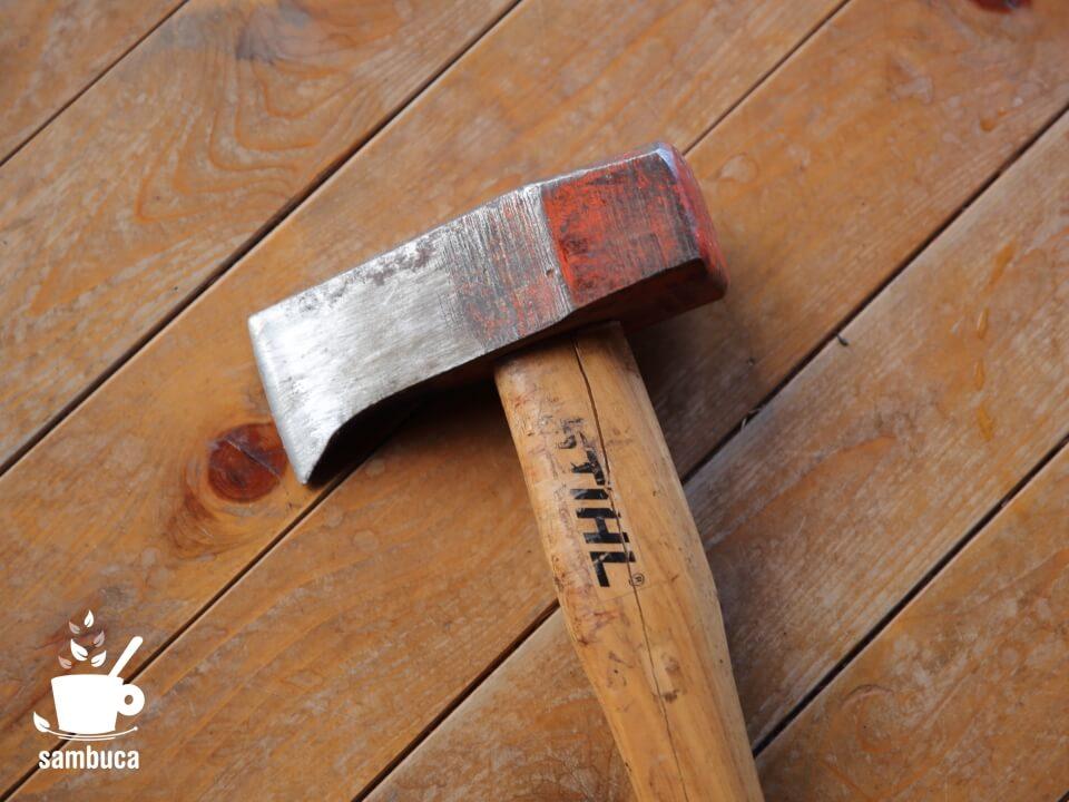 割れてしまったSTIHL(スチール)の薪割り用ハンマー