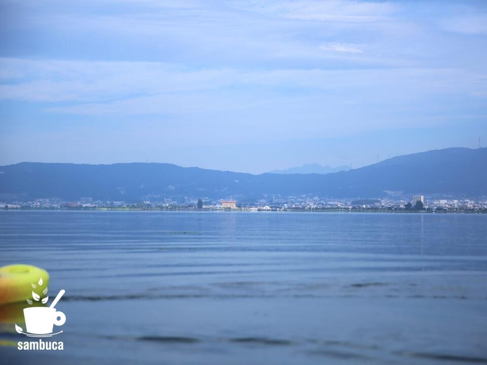 諏訪湖から穂高連峰を望む。