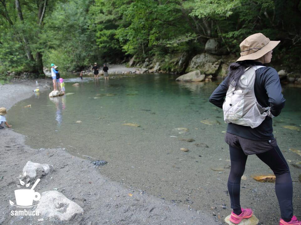 烏川渓谷緑地は安曇野のアクセスしやすい川遊びスポットです。