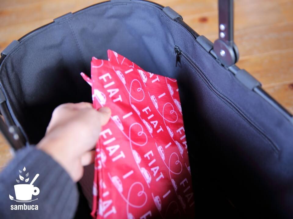 底に薄いエコバッグを入れておけばさらに便利です