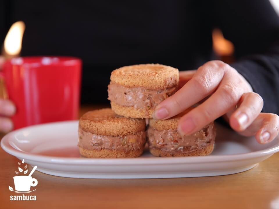 トロウマッド パレで作ったクッキーサンドアイス