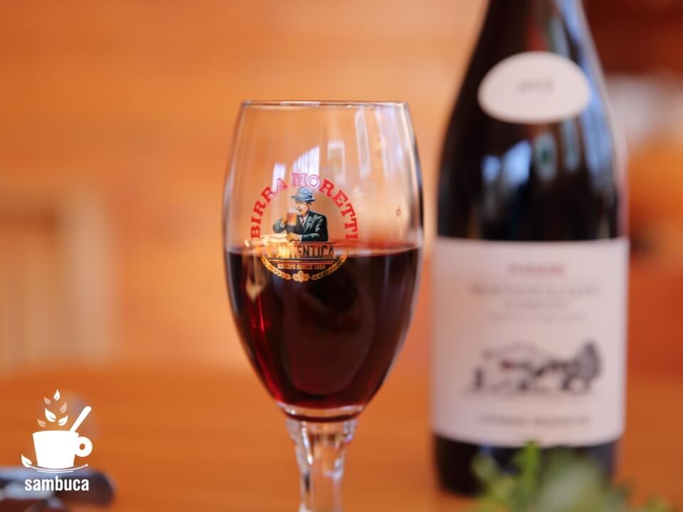 ワインに合う、モレッティビールのグラス