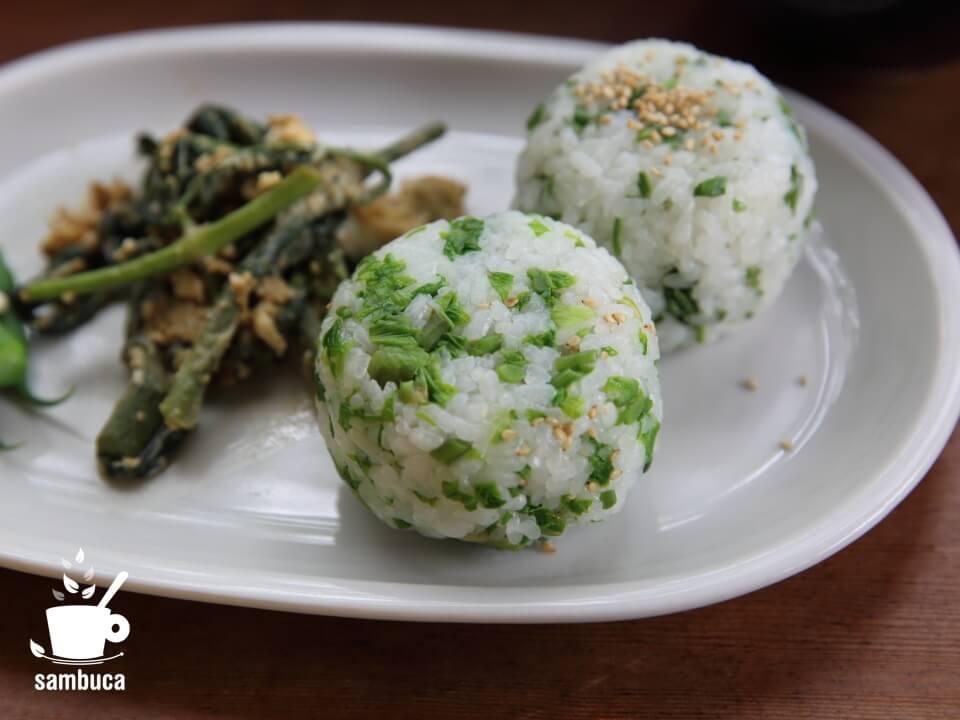 山菜ご飯のおにぎり