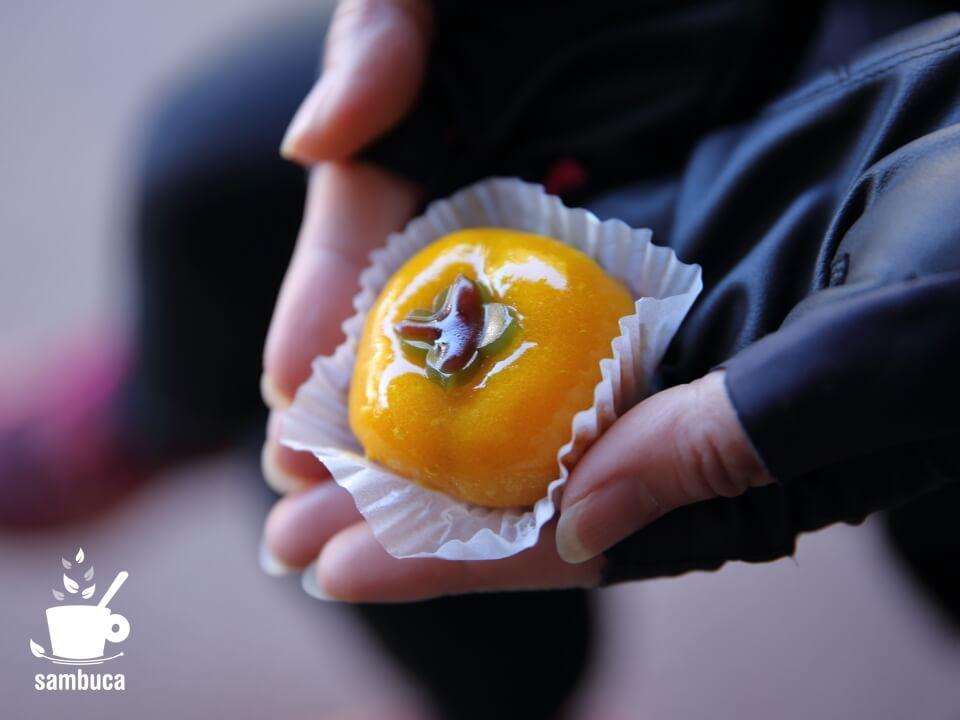 新鶴の季節の生菓子(柿)